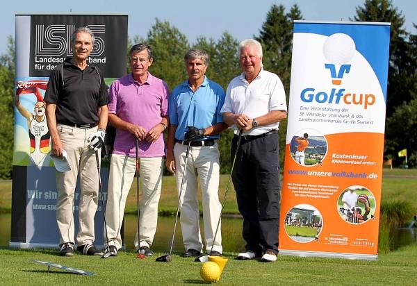 Schirmherr Werner Zimmer, Vizepräsident des Landessportverbandes (2. v.l.), Horst Zingraf, Präsident Bund Deutscher Fußball-Lehrer, und Dr. Christoph Stöhr, Präsident des Golfverbandes Saarland (v.l.n.r.) kämpften gemeinsam in einem Flight um die Punkte